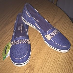 Awesome new boat shoes Grasshoppers size 8.5